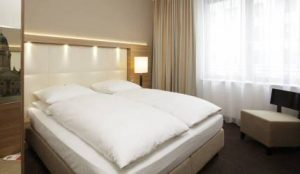 H4 Hotel Berlin Alexanderplatz Zimmer